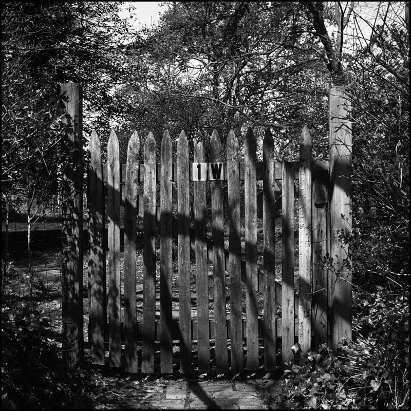 Gate 1W